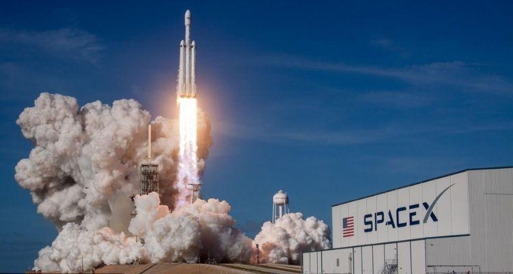 स्पेस टूरिज्म की हुई शुरुआत - एलन मस्क की कंपनी ने 4 आम लोगों को रॉकेट से अंतरिक्ष में भेजा 3 दिन गुजारेंगे