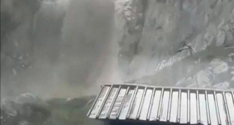 कुदरत का कहर  अमरनाथ गुफा के पास बादल फटा