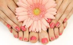 beauty tips हमेशा नेल पेंट लगाकर रखने से नाख़ून पीले पड़ते हैं