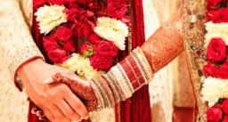 शादी से एक दिन पहले कोरोना पॉजिटिव हुई दुल्हन सभी घरवाले पीपीई किट पहनकर शादी में हुए शामिल बाराती घर से साथ लेकर आए खाना
