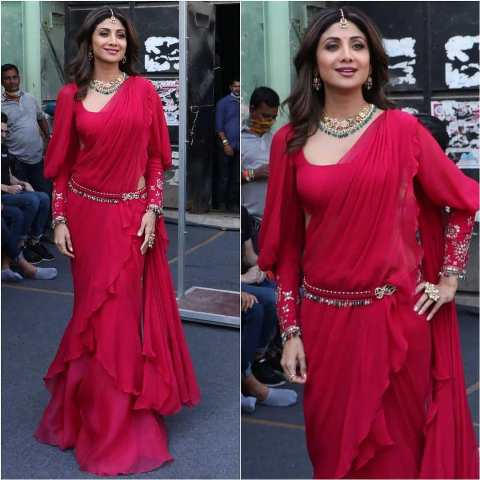 Shilpa looking gorgeous in red Saree