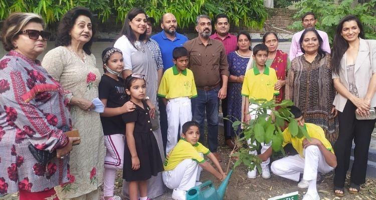 हर्बल गार्डन का भी उद्घाटन किया गया, जिसमें प्रयास संस्था के बच्चों से पौधारोपण करवाया गया
