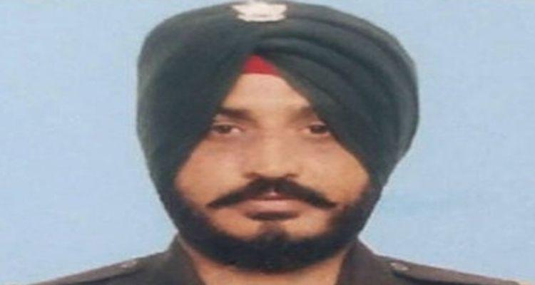 शहीद हुए जेसीओ जसविंदर सिंह का संस्कार पूरे सैन्य सम्मान के साथ किया गया