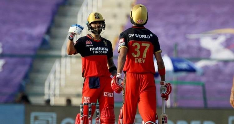आरसीबी के कप्तान विराट कोहली और देवदत्त पडिक्कल ने नाबाद पारी खेल जीत दिलाई