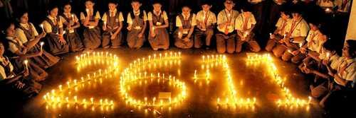 26/11 के शहीदों को सैलिब्रिटीज का नमन