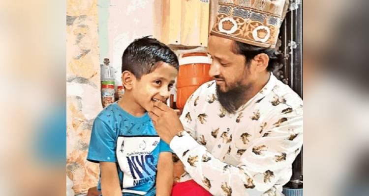 पुलिस ने मासूम अबु को उसके घरवालों को सौंप दिया है। अबु घर जाकर अपने पिता की गोद में खेलना नजर आया।