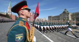 कोरोना के बीच पुतिन ने मास्को में करवाई सैन्य परेड