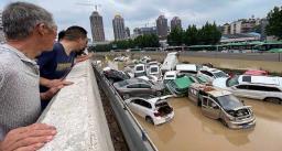 चीन में बाढ़ का मंजर, अब तक 25 लोगों की हो चुकी मौत, देखें तस्वीरें