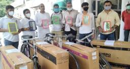पेट्रोल के दाम 100 पार पहुँचने पर प्रधानमंत्री मोदी को भेजी साइकिल