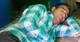 साल में 300 दिन सोता है यह आदमी, खाना और नहाना भी नींद में