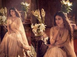 नागिन का किरदार निभा चुकी मौनी रॉय ने सिंपल से लहंगे में किया फ्लॉन्ट