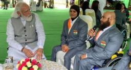 पैरालिंपिक में मेडल जीतने वाले खिलाड़ियों से प्रधानमंत्री मोदी ने मुलाक़ात की, उनसे कही ये बात