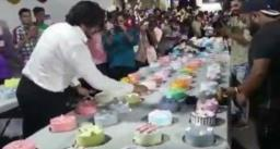 युवक ने जन्मदिन पर एक साथ अलग-अलग फ्लेवर के काटे 550 केक