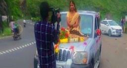 SUV के बोनट पर बैठकर मंडप पहुंची दुल्हन, पुलिस ने दर्ज किया केस