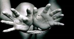 तीन छोटे भाई-बहनों के साथ सैर पर निकली 20 वर्षीय छात्रा का अपहरण