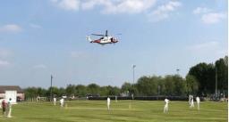 चलते क्रिकेट मैच में बीच मैदान में उतरा हेलिकॉप्टर, पढ़िए क्या है पूरा वाकया