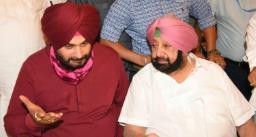 पंजाब भवन में मुख्यमंत्री अमरिंदर सिंह ने कई बार बुलाया तो उनके बगल में जाकर बैठे नवजोत सिद्धू