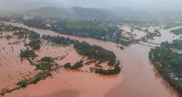 महाराष्ट्र में बढ़ता जा रहा बाढ़ का खतरा, 875 गांव मूसलाधार बारिश से हुए प्रभावित