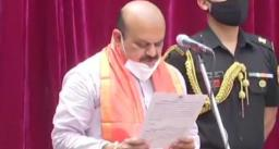 कर्नाटक के नये मुख्यमंत्री बसवराज बोम्मई को राज्यपाल थावर चंद गहलोत ने दिलाई शपथ