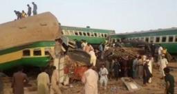 पाकिस्तान के सिंध में 2 पैसेंजर ट्रेनें टकराईं, 30 की मौत